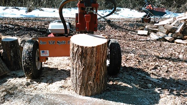 Wood splitting at a wood chip machine1